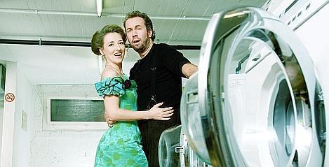 Eva Liebaun (Musetta), Robin Adams (Marcello), La Boheme en  banlieue de Berne